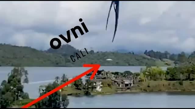 UFO, Kolombiya Cali'deki Bir Ormanda Bulunan Adadaki Kulübelerin Yakınına İndi (30 Kasım 2020)